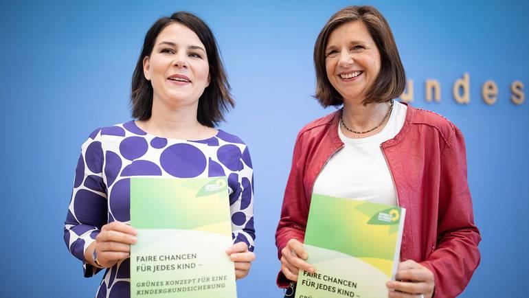 Annalena Baerbock und Katrin Göring-Eckardt in der Bundespressekonferenz
